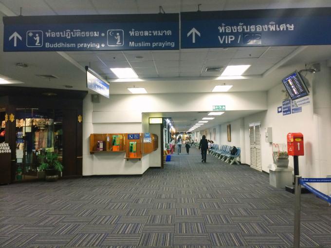 曼谷机场的地毯花纹