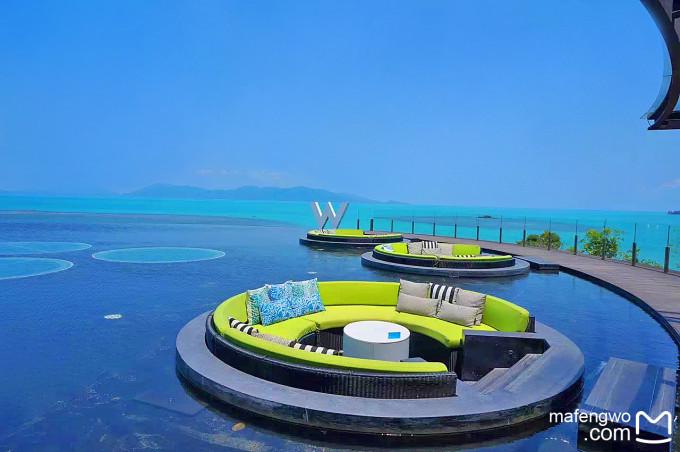 洁白的沙滩   渐变色的大海   满岛的椰子树   五颜六色的小房子