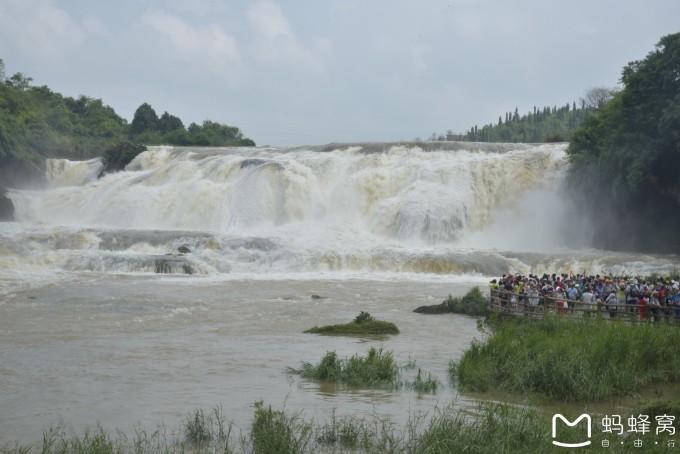 风景名胜区,位于贵州省西南距省会贵阳市128公里,距旅游中心安顺市45