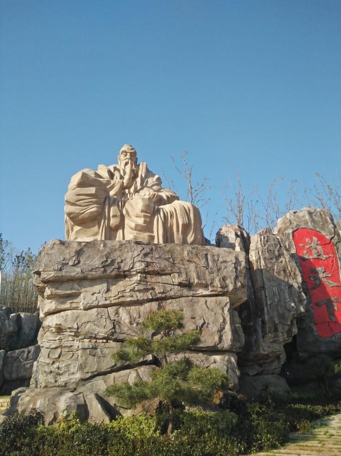 东方盐湖城位于江苏省金坛市茅山旅游度假区内,是恐龙园龙城集团的又